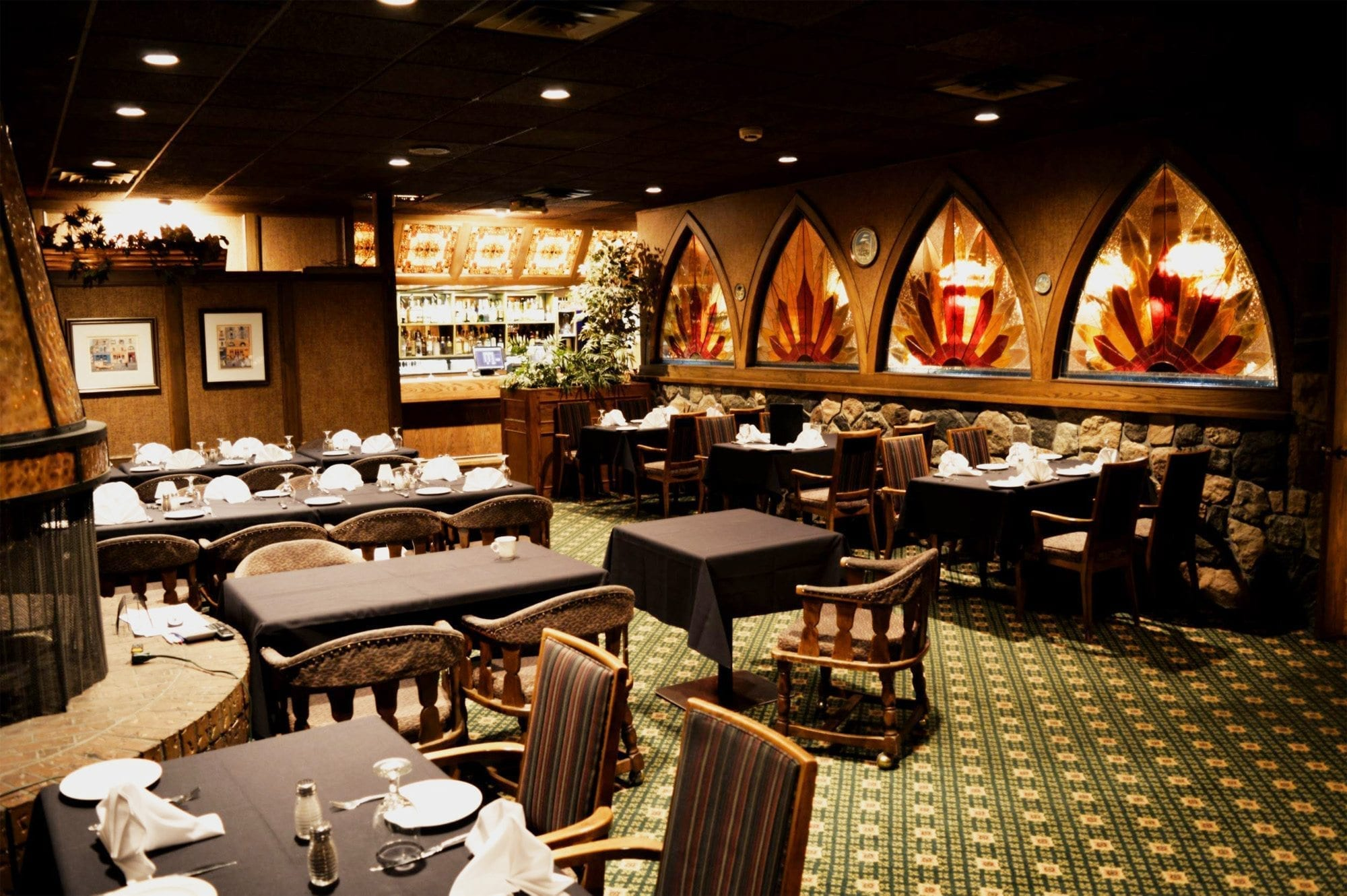 Lakeshore Restaurant lounge